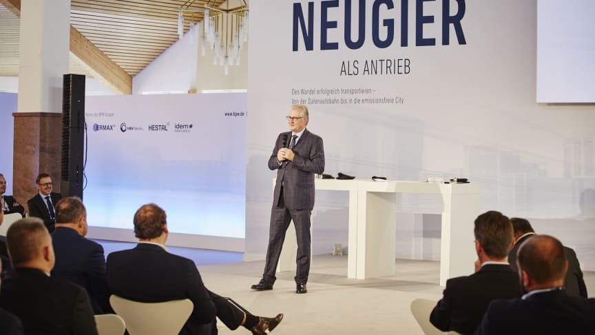 """Michael Pfeiffer, managing general partner of BPW and host of the Wiehler Forum, opened the event under the banner headline """"Harnessing curiosity as a motivational force""""."""