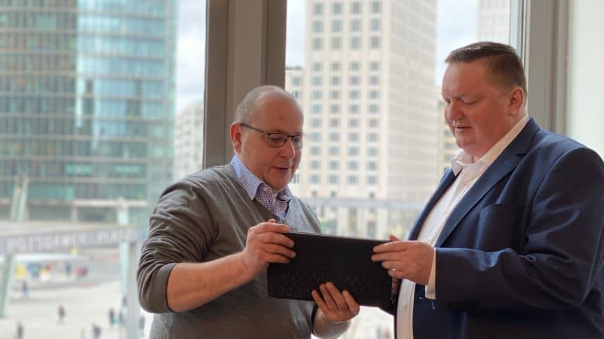 Andreas Liefeith, procilon GROUP (li.) im Gespräch mit Jens Lehmann, Geschäftsführer der European IT Consultancy - EITCO GmbH