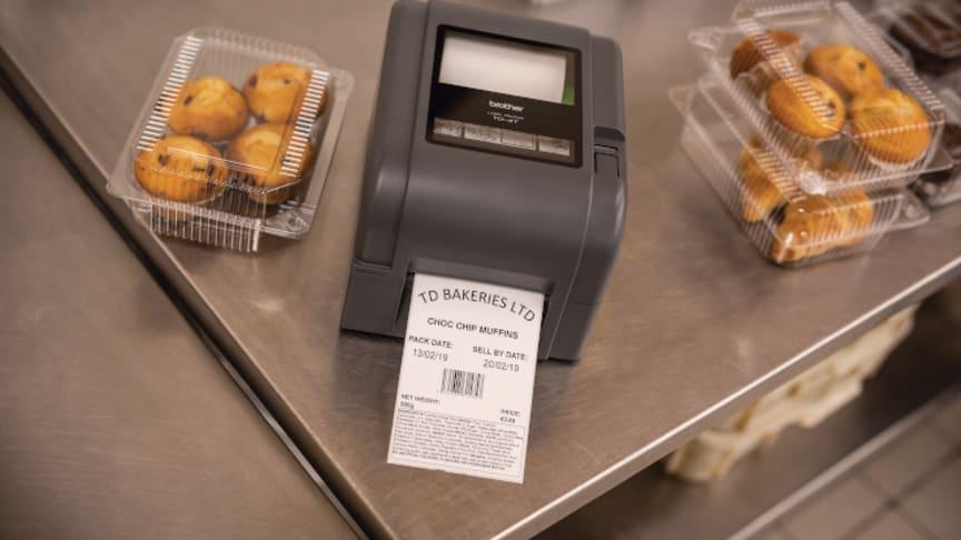 I detailhandlen bruges de til at opmærke fødevarer med stregkoder samt info om indhold, allergener og pris.