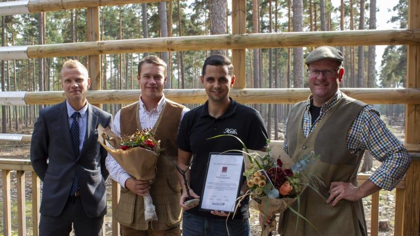 """Kosta Safaripark är stolta mottagare av priset """"Årets Turismföretag i Kronoberg"""". På Bild från vänster Oskar Wijk, Emil Jarkrans, Emil A Jansson och John Källström"""