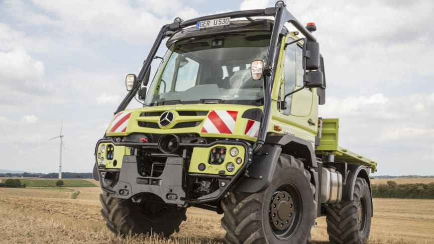 Med störtbåge och lägre hastighet förvandlas Unimog från lastbil till traktor.