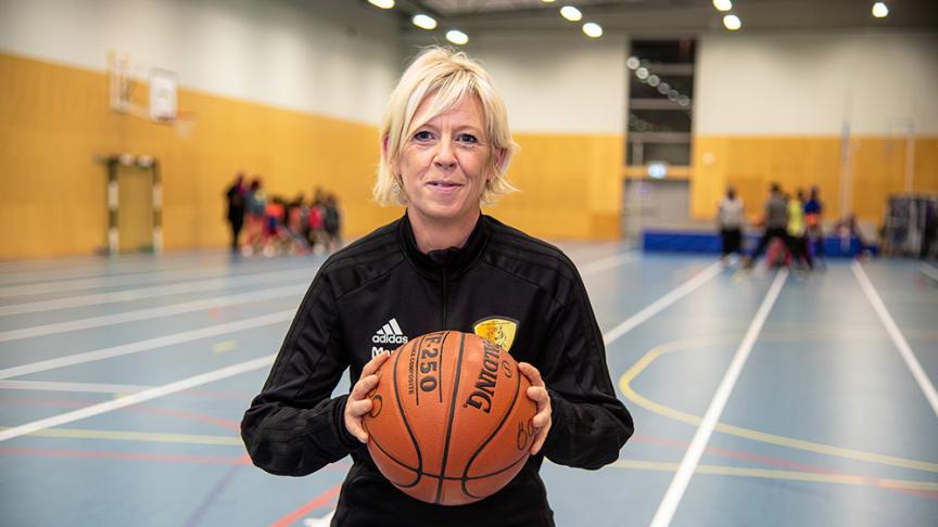 Marie Källstrand Olmos är en välkänd idrottsledare i Bergsjön. Nu vill hon också ha en rejäl fest med karneval.