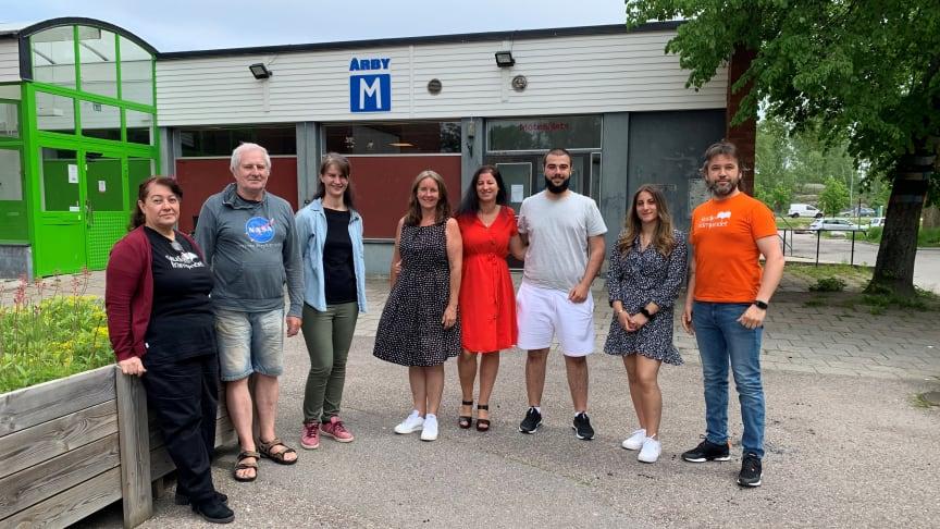 I bild från vänster: Nahla Masood, Stanislaw Lux, Maria Chergui, Annika Löfgren, Sarina Bandicksson, Jan Nadem, Amanda Hanna och Aleksandar Prodanovic.
