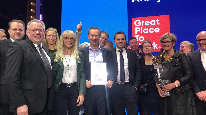 Glade Lindab medarbejdere modtog certifikatet for at være blandt Danmarks Bedste Arbejdspladser i 2019