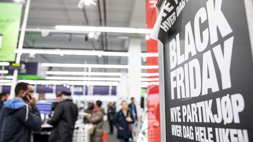Elkjøp Nordic AS omsatte for 949 millioner kroner under Black Friday i år. Det er en oppgang fra 770 mill. året før.