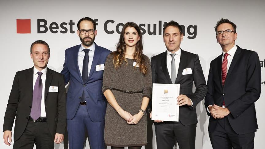 Vertreter von IMP und BPW nahmen den Best of Consulting Award entgegen. (Quelle: Frank Beer für WirtschaftsWoche)