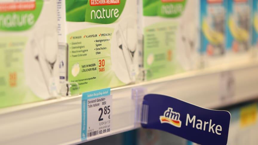 dm wird eigene Produkte entwickeln und klimaneutrale Produkte anderer Anbieter bevorzugt listen