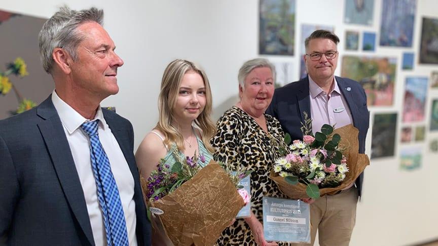 Den 9 juni delades årets kulturpris och kulturstipendium ut i Åstorps konsthall. Från vänster i bild syns kultur- och fritidsnämndens ordförande Stig Rådström (C), Ida Månsson, Gunnel Nilsson och Jonny Norrby, kultur- och fritidschef i Åstorps kommun