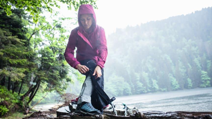 Eine bequeme Regenhose sollte bei jeder Wander- und Trekking-Tour im Gepäck sein.