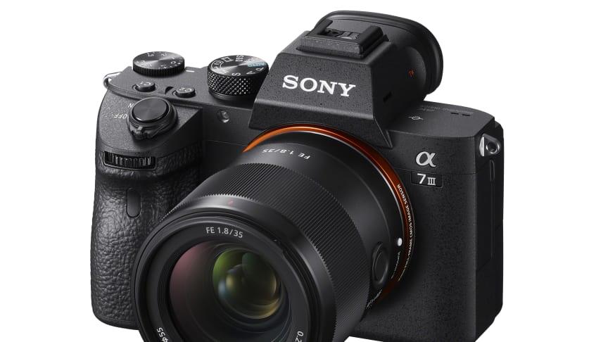 Sony допълва серията пълноформатни обективи с представянето на 35mm F1.8, Lightweight Prime