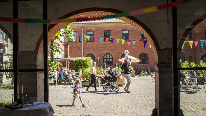 Nu kan man spise og høre musik i Toldkammergården i Helsingør