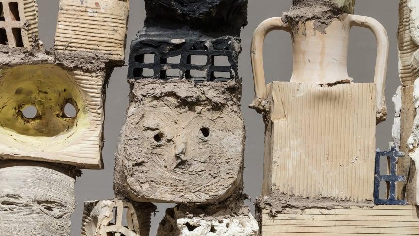 Foto fra udstillingen 'LER!' Miquel Barceló, Pared Seca (Tørre vægge), 2018. Fotograf: Anders Sune Berg ©Museum Jorn. Udstillingen modtog bevilling ved Bikubenfondens seneste ansøgningsrunde.