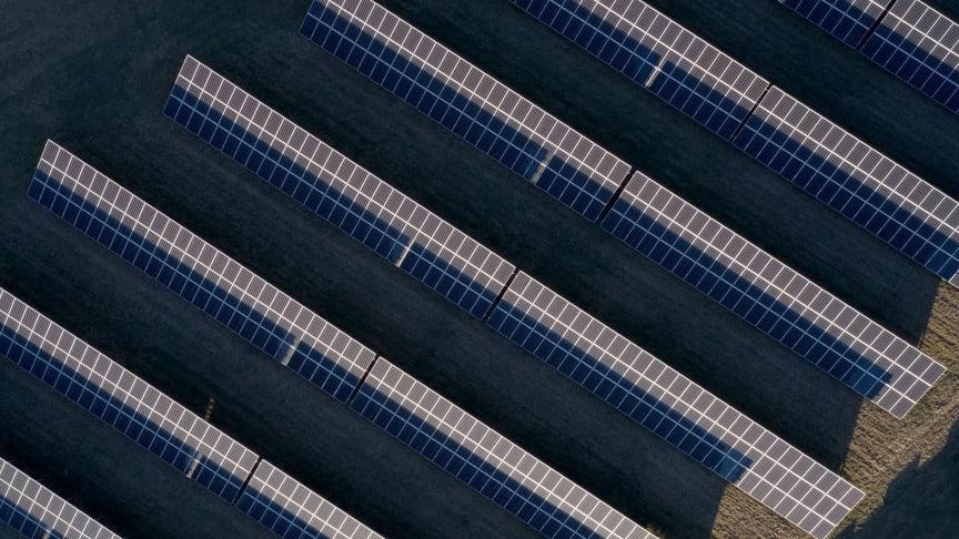 Över 60 procent av världens solceller och solpaneler kommer från Kina.