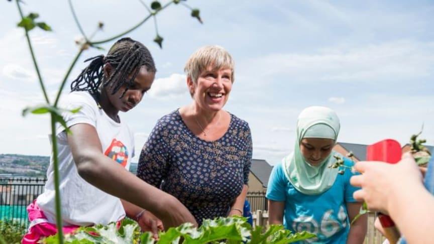 Professor Greta Defeyter talking to some pupils at a school holiday club.