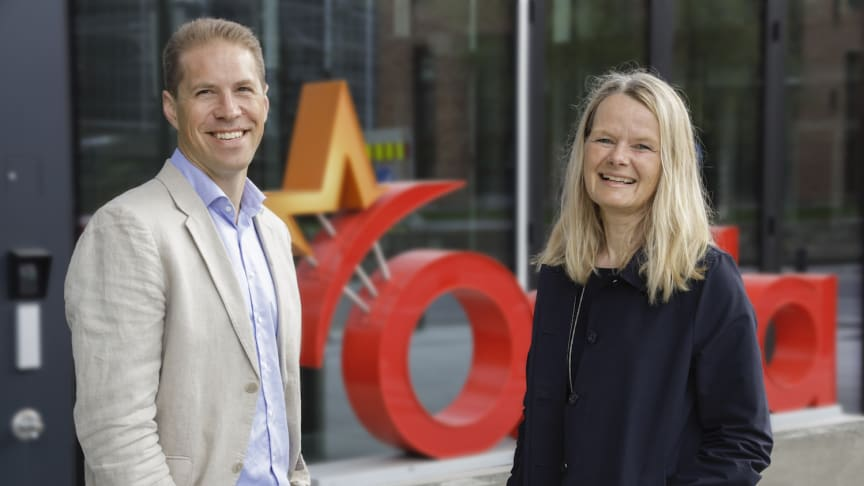 Hege Holter Brekke, Orkla EVP and CEO of the Orkla Care business area and Gustaf Solerød Christensen, CEO NutraQ. (Trygve Indrelid, NTB-Foto)