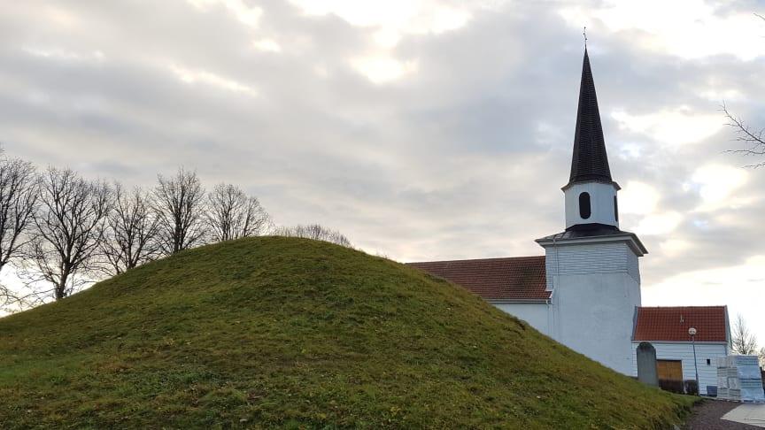Undersökningar med markradar har genomförts av Kung Ranes Hög vid Flistad kyrka i Västergötland. Foto: Jessica Bergstrand/Next Skövde.