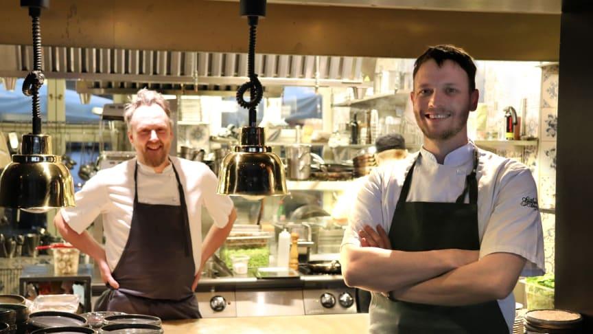 Anders Samuelsson, köksmästare Blå Huset, och Olof Håsteen, ny köksmästare på Gotthards krog.