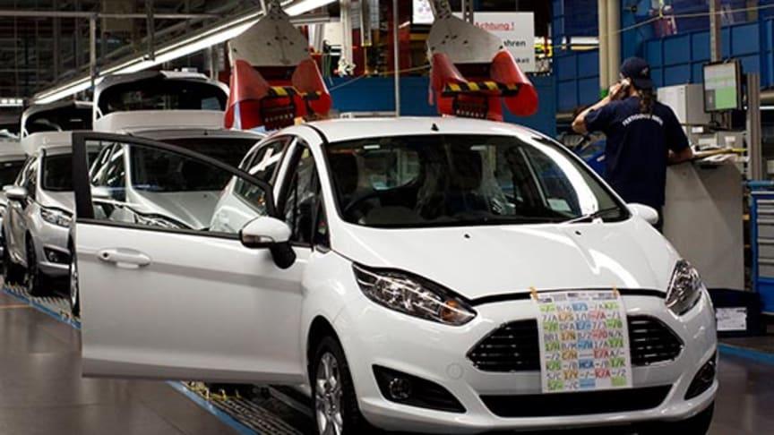 Ford starter produksjonen av nye Fiesta; Europas mest solgte småbil er blitt dristigere, mer raffinert og lavere drivstoff-forbruk.