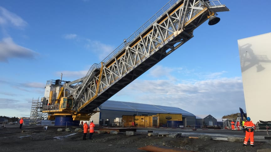 Cavotec drag chains drive bridge behemoth