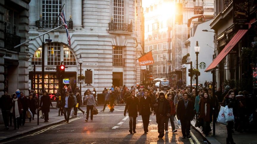 1 av 4 unge shopper på tom lommebok