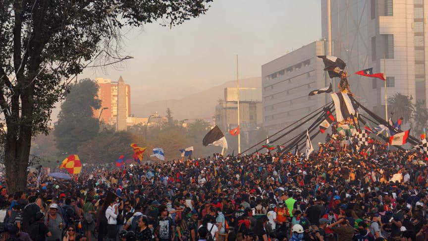 Protester i Chile under hösten 2019 ©Daniel Espinoza