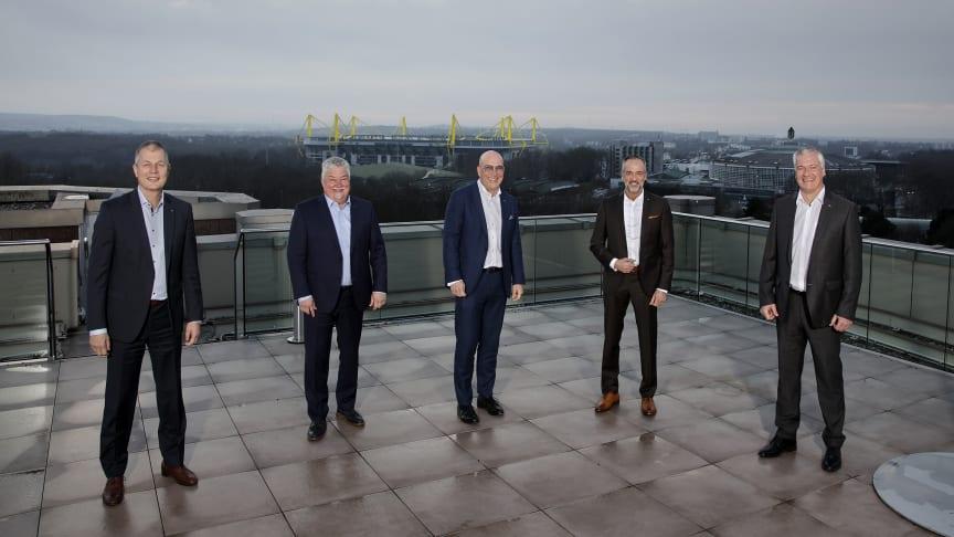 Kundenzentriertere Aufstellung im Maklervertrieb bei SIGNAL IDUNA (v.l.): Stefan Kömme, Donald Piesker, Ulrich Scheele, Albert Escoda, Udo Redmann. Foto SIGNAL IDUNA