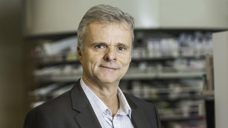 Administrerende direktør i Apotekforeningen, Per T. Lund, sier at regelmessige legemiddelgjennomganger er viktig for å redusere faren for uheldige legemiddelkombinasjoner og feilbruk. Apotekene kan spille en rolle og følge opp riktig legemiddelbruk.