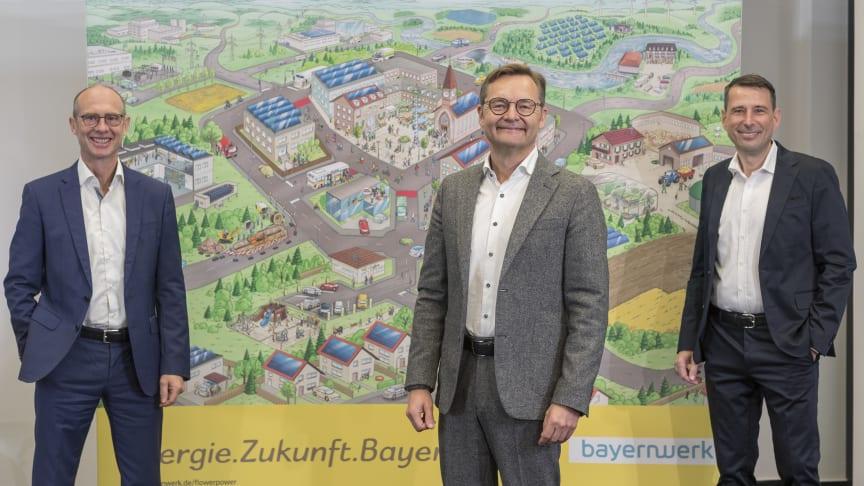 """v.l.: Die Bayernwerk-Vorstände Dr. Egon Leo Westphal, Reimund Gotzel (Vorsitzender) und Andreas Ladda vor der """"Flower-Power""""-Illustration, die das Energiesystem der Zukunft darstellt."""