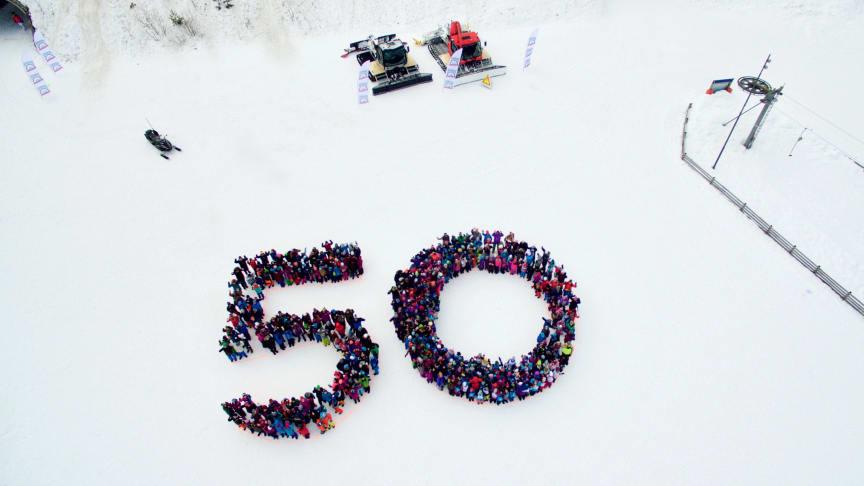 500 barn danner tallet 50 - en fin markering av Trysilfjellets 50-årsjubileum.