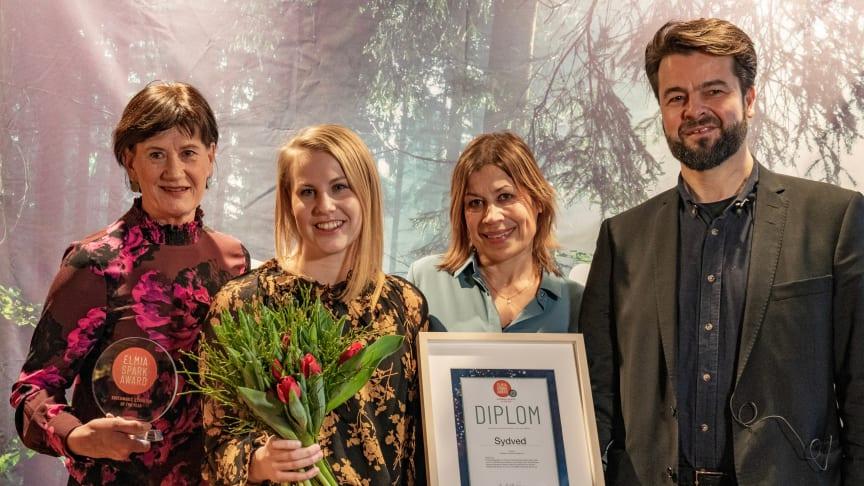 Annica Dolck Asplund, Amanda Hill, Annsofie Öhman och Daniel Fellenius tog emot Elmia Spark Award för sitt arbete med hållbarhet i Sydveds monter på SkogsElmia 2019. Foto: Elmia AB.