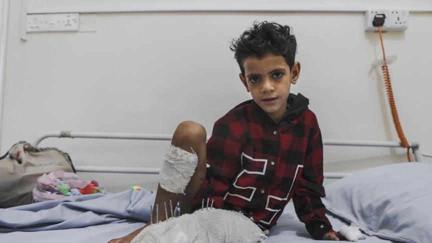 """""""Jag önskar att jag kunde leka med Mahmoud och att jag hade leksaker som jag kunde leka med utomhus. Men jag vill inte bli beskjuten"""" säger Omar"""