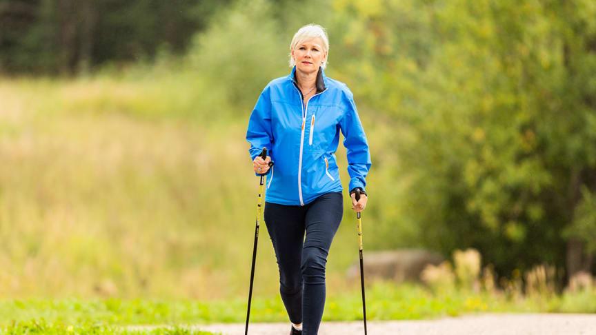 Shape Yourself -ohjelma innosti henkilöstöpäällikkö Jaana Suomea kaivamaan esiin vanhat kävelysauvat.