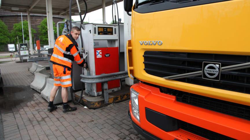 Renova deltar i test med 100 % syntetisk diesel i sopbilarna