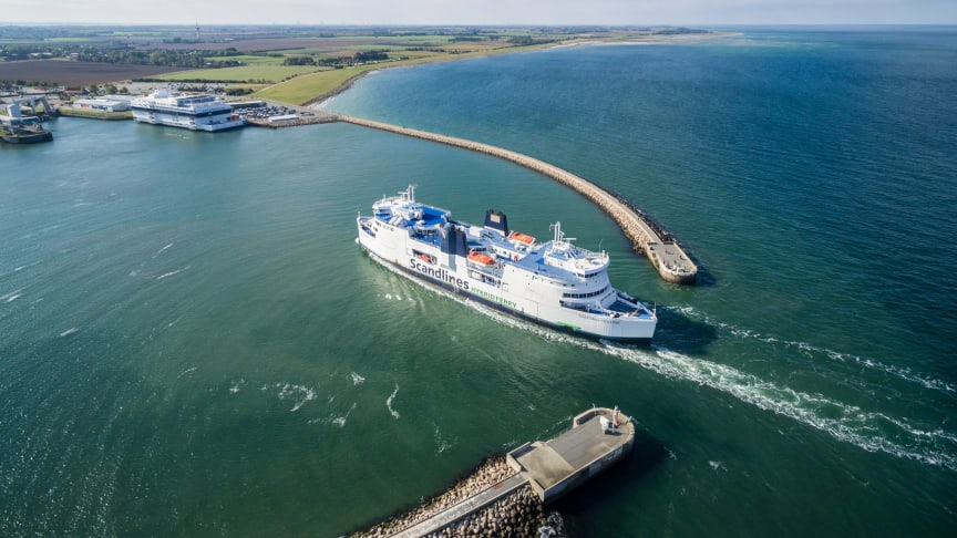 Scandlines sejler feriehungrende gæster fra Rødby til Puttgarden, hvor de hele sommeren kan handle døgnet rundt fra torsdag morgen til søndag aften.