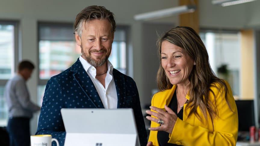 Susanne Erkenmark, chef för Sigma Worklife, och Lars Kry, VD på Sigma IT Group, har framgångsreceptet för hur du lyckas med digitaliseringen.