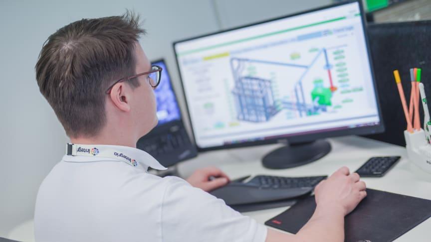 EcoStruxure-järjestelmäautomaation avulla koelaitoksen prosesseista saadaan käyttöön dataa visuaalisesti selkeässä muodossa. Kuva: Schneider Electric