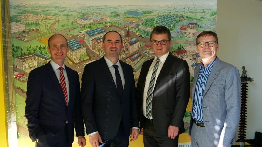 Energiedialog in Neunburg v. Wald - Bayerischer Wirtschaftsminister Hubert Aiwanger im Gespräch mit Bayernwerk