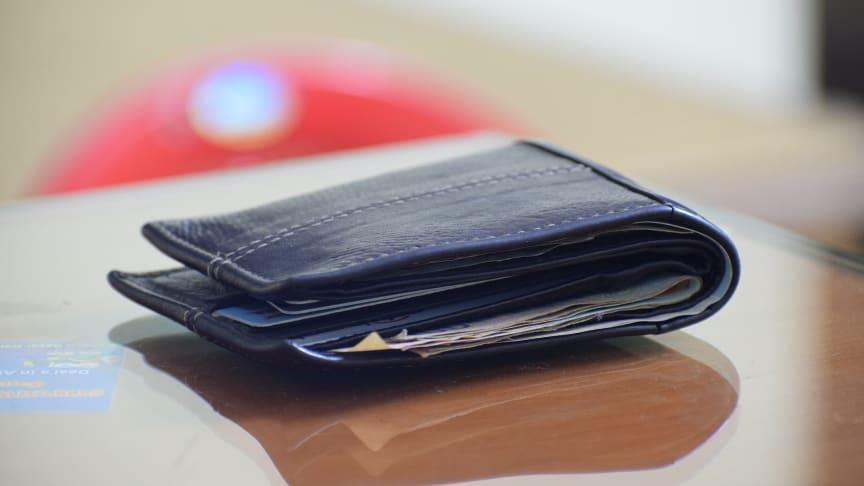 Allt fler betalar i tid i Sverige