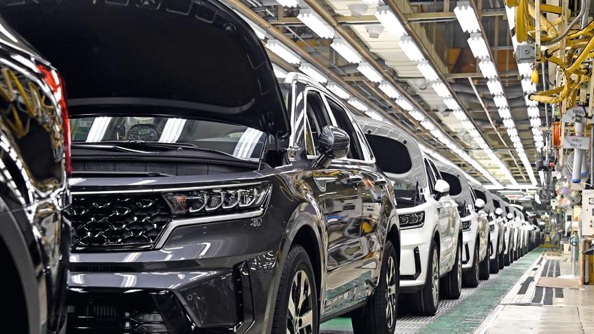 De første KIA Sorento hybridmodeller ruller nu af produktionslinjen på fabrikken i Hwasung, Sydkorea