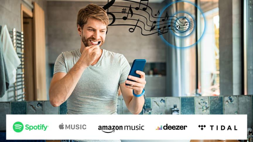 Einfach Streamen: Unsichtbar eingebaute Lautsprecher in Badezimmerspiegeln bieten satten und sanften Sound