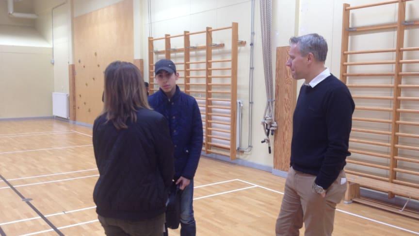 Johan Borg i samtal med högstadieeleverna på Rörsjöskolan Zenith, Malmö