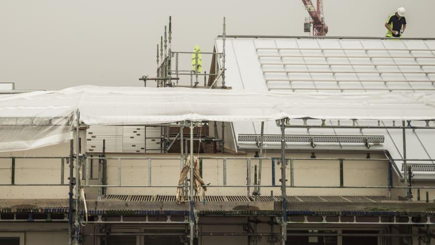 Arbete på hög höjd utan fallskydd kan få ödesdigra konsekvenser.