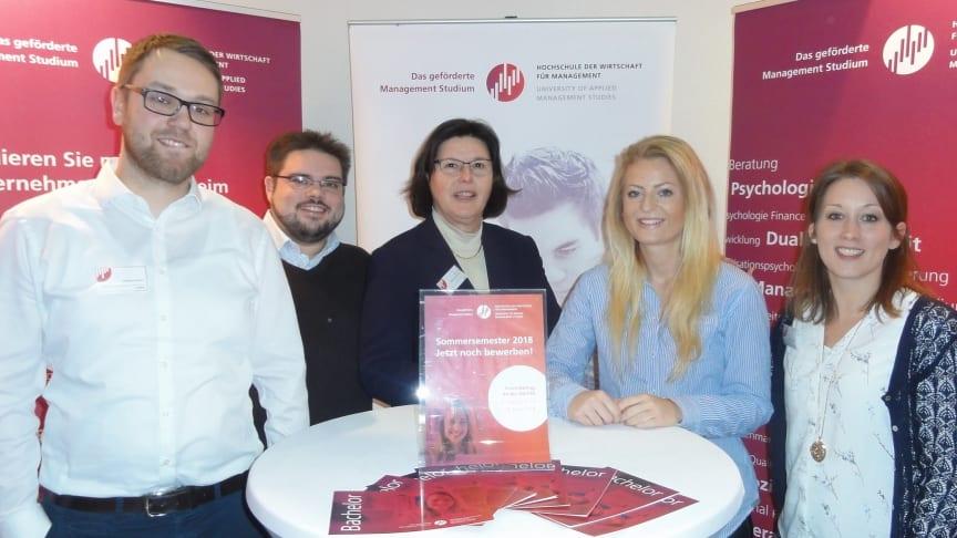 (v.li.): Steffen Robert, Daniel Schneider, Prof. Dr. Wera Hemmerich, Lisa Böving, Janina Reichert. Foto: Franz Motzko