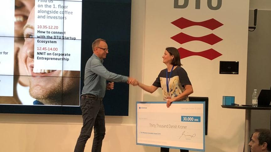 Marie Lommer Bagger modtager Milestone Innovation Award på vegne af Measurelet