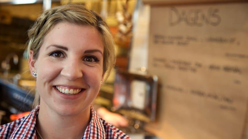 Joy Törnqvist är en av Sabis alla kundproffs som arbetar med att skapa kundupplevelser.