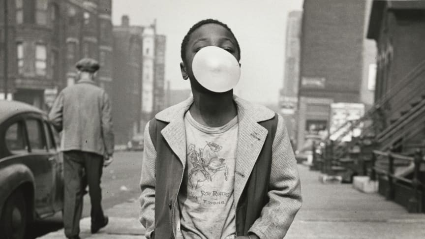 Haute Photographie Stockholm now presents at Fotografiska eight of the world's most successful galleries showing their top photographers, classics as well as new talents. Here Marvin Newman Boy Blowing Bubble Gum 1951 from Howard Greenberg Gallery