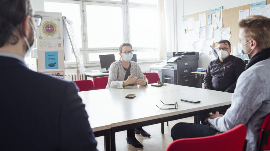 Im Gespräch mit Pankower Schule: Innovativer Luftreiniger AiroDoctor punktet bei Wartungskosten, Installation, Lautstärke und Mobilität