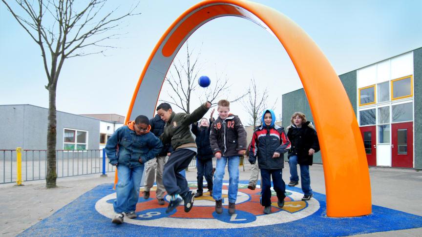 Interaktiva aktivitetsplatser ska locka ungdomarna från dataspelen