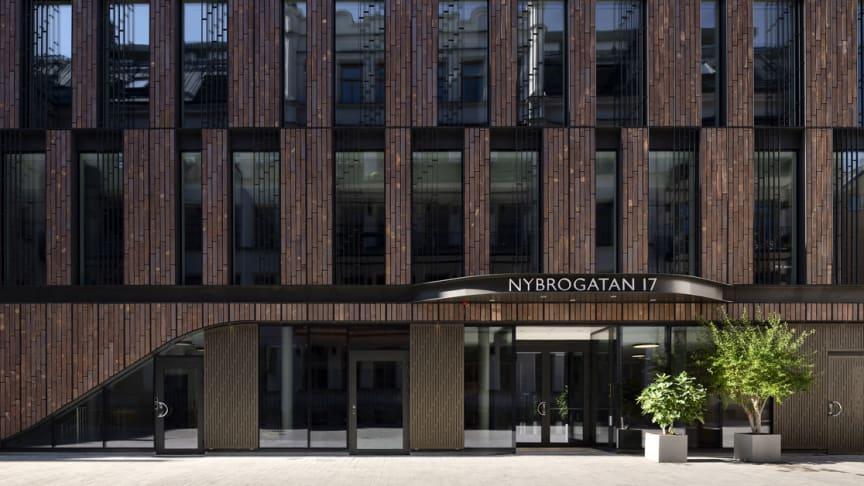 Nu står Humlegårdens nya kontorsfastighet klar, Nybrogatan 17 på Östermalm. Foto: Jonas Malmström