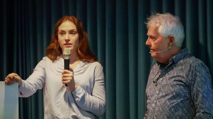 Erica Eriksson och Willy Ociansson presenterar upplägget för en gruppupphandling av solceller.
